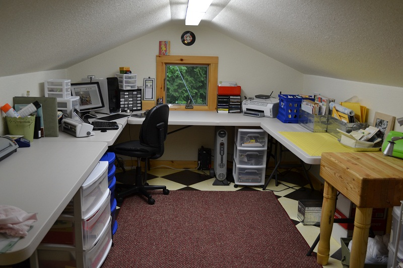 picture of cleaned up craft room